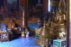 Thailand: Worshipers enter Buddhist temple Stock Footage