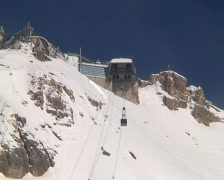 Cable car on Zugspitze summit Stock Footage