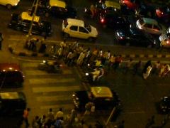 Crossing the street in mumbai india Stock Footage