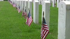 Veteraani Hautausmaa Graves ja Yhdysvaltain lippuja Close HD Arkistovideo