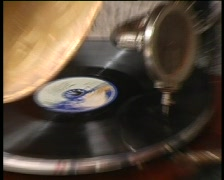Old gramophone playing vinyl record zoom in Stock Footage