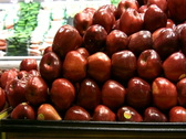 Red delicious and granny smith Stock Footage