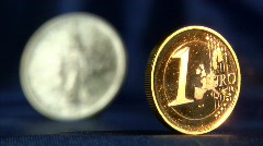 Defocus from euro to liberty dollar Stock Footage