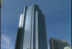 Architecture, gray office tower zoom in out Stock Footage