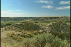 Badlands Horsethief canyon pan Stock Footage