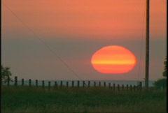 Sunrise big red orb, #1 Stock Footage