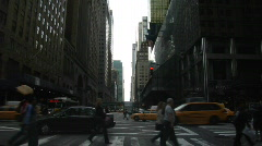 42nd st traffic 2nd ave new york Stock Footage