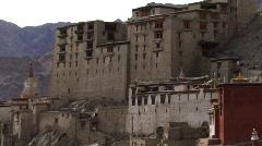 Indian mountain palace tilt Stock Footage
