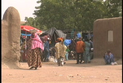 Djenne market with colorful poeple Stock Footage