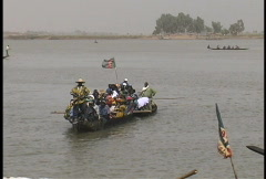 Boat full of people on the Niger river in Mali Stock Footage
