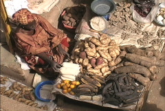 Crops for sale in a Mali market Stock Footage