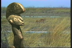 Statue and wildlife Stock Footage