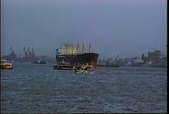 China 1992 Ship in Shanghai port Stock Footage