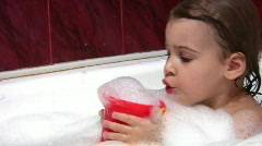 Child in bath Stock Footage