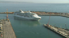 Cruise ship turns 180 degrees in time lapse Stock Footage