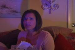 Kaunis nainen katsomassa tv (3) Arkistovideo