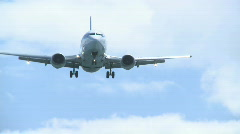 737 jet landing front on. Stock Footage