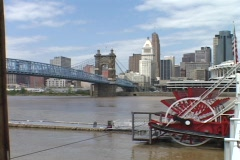 A bridge spans the Ohio River in Cincinnati. Stock Footage