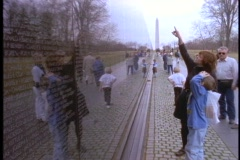 A mother points out names to a child at the Vietnam Wall. Stock Footage