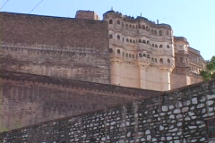 A large wall stands in front of a palace at Jodhpur Fort, India. Stock Footage