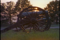 An old cannon sits on a Civil War battlefield. Stock Footage