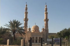 Worshipers enter and exit a beautiful mosque in Baghdad, Iraq. - stock footage