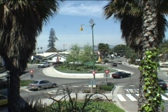 Traffic drives in a circle at an intersection. Stock Footage