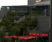 Paris arc de la defence bistro wide Stock Footage