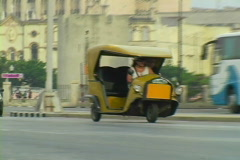 Old cars in havana Stock Footage
