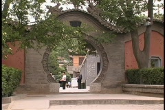 A round gate adorns the entrance to a courtyard in Huaqing, China. Stock Footage