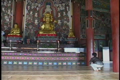 A man bows and prays in a Buddhist temple in South Korea. Stock Footage