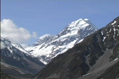 Mt. Cook rises above other peaks in New Zealand's Southern Alps. Stock Footage