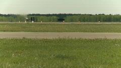 Sotilas, F16 Falcon hävittäjän, pitkä objektiivi, matala runko Arkistovideo