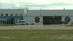 Sotilas, F16 Falcon hävittäjän taksi, # 8 kohti lentokonehallin Arkistovideo
