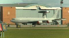 Sotilas, F16 Falcon hävittäjän taksi, # 9 kanssa AWAC BG cu Arkistovideo