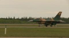 Sotilas, F16 Falcon hävittäjän, taksi, # 4 Seuraa ammuttu pitkä Arkistovideo