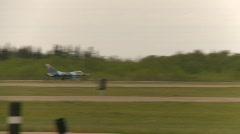 Sotilas, F16 Falcon hävittäjän lentoonlähdössä, # 2 Arkistovideo