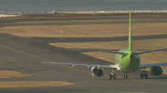 Green plane taxies Stock Footage
