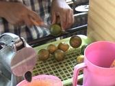 Squeezing Fresh Orange Juice (Street Vendor In Bangkok, Thailand) Stock Footage