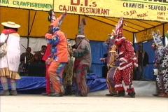 Cajun Mardi Gras maskers dancing Stock Footage
