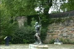 England Robin Hood statue Stock Footage