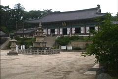 Korea Shrine courtyard pan Stock Footage