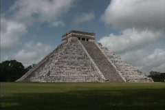 Castillo Chichen Itza Yucatan - stock footage