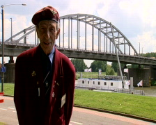 Arnhem veteran at the bridge Stock Footage