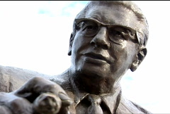 Art Rooney Statue 072 Stock Footage