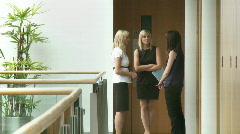 Kolme yrittäjyyden puhuminen työpaikalla Arkistovideo