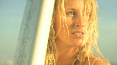 CU ZI OF A FEMALE SURFER Stock Footage