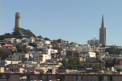 The TransAmerica tower rises above Nob Hill in San-Francisco. Stock Footage