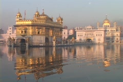 The Sikh Holy Temple reflects in the lake. Stock Footage