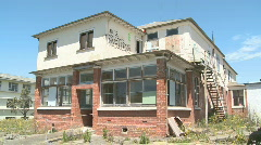 2 story vandilized building Stock Footage